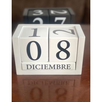Calendario de Madera Blanco