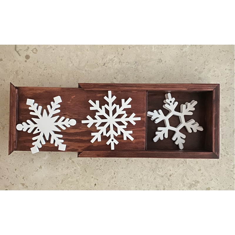 Caja de madera con copos